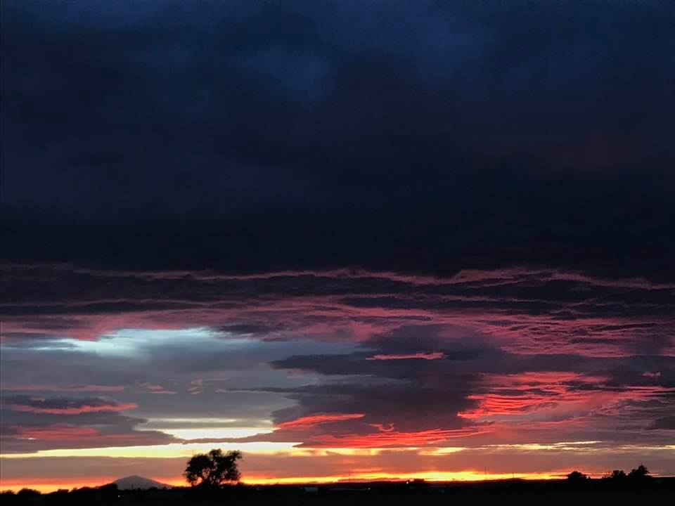 This image has an empty alt attribute; its file name is rv-roswell-sunset.jpg