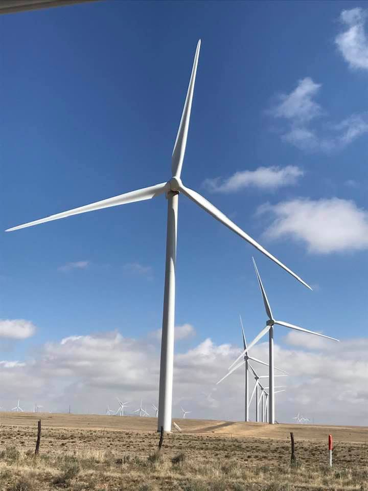 This image has an empty alt attribute; its file name is rv-us-60-moriarty-nm-windmill-farm.jpg