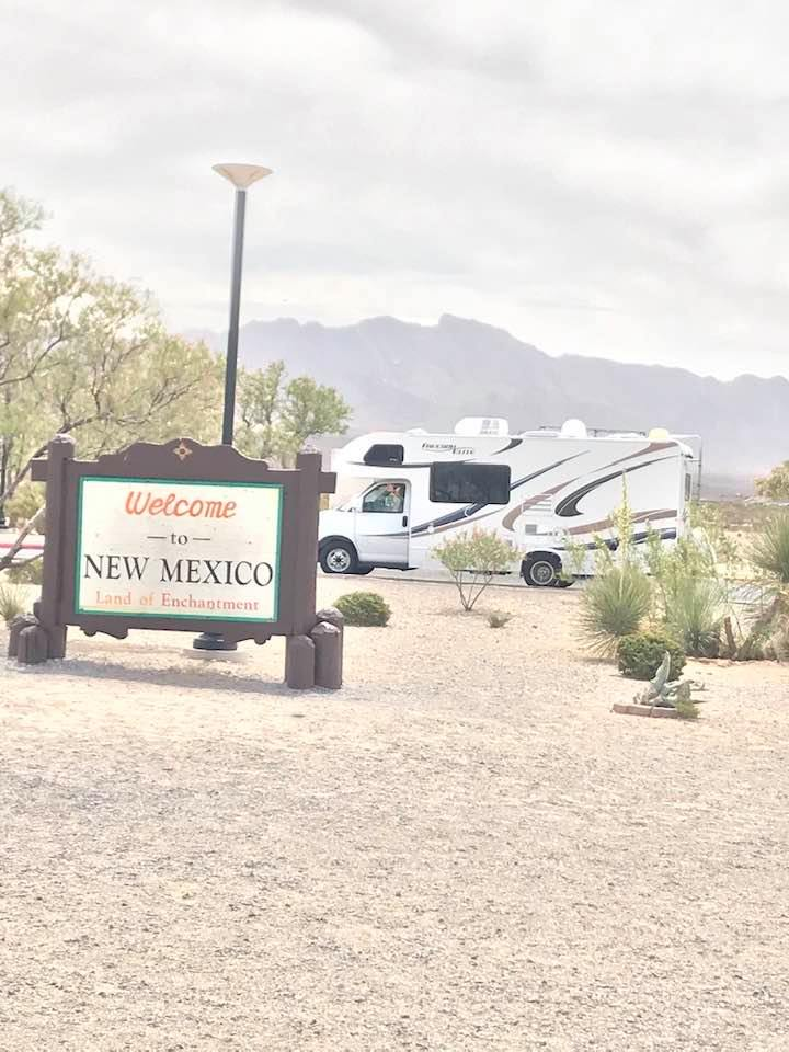 This image has an empty alt attribute; its file name is rv-welcome-to-new-mexico.jpg