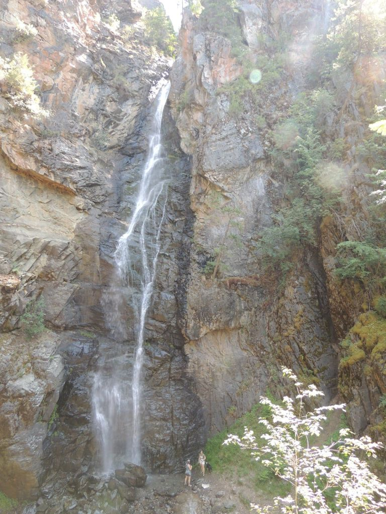 This image has an empty alt attribute; its file name is rv-copper-falls.jpg