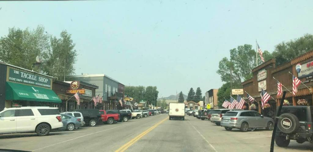 This image has an empty alt attribute; its file name is rv-ennis-montana-downtown.jpg